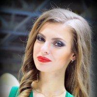 головку налево,глазки прямо или яркий женский образ :: Олег Лукьянов