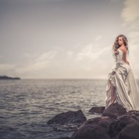 Девушка у моря :: Евгений Ланин
