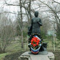 Памятник А.А. Ларионовой :: раиса Орловская
