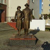 Памятник  Татьяне  и  Емельяну  Антоновичам  в  Долине :: Андрей  Васильевич Коляскин