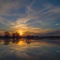 вечер упавший в реку :: Сергей Цветков