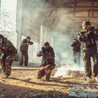 Атака страйкболистов :: Сергей Воробьев