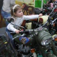Юная мотогонщица :: Дмитрий Никитин