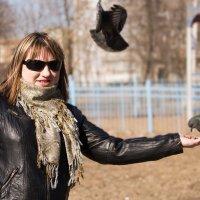 кормление птиц :: Александра Кротикова