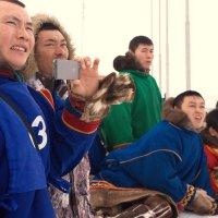 Зрители оленеводы :: людмила Миронова