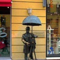 Памятник петербургскому фотографу :: Сергей Карачин