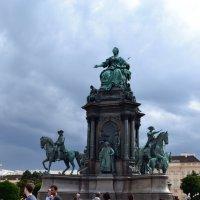 Памятник Марии-Терезии :: Ольга