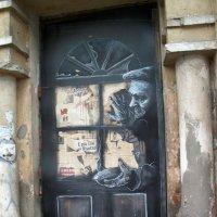Дверь в старом полуразрушенном доме. :: Галина Бобкина