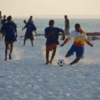 Футбол на пляже :: Татьяна Василюк