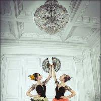 Танцовщицы в испанских нарядах :: Ирина Лепнёва