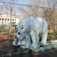 Белый медведь в Люберецком городском парке. :: Ольга Кривых