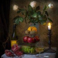 Натюрморт с гранатами и цветами :: Алексей Строганов