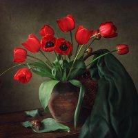 Натюрморт с красными тюльпанами :: Ирина Приходько
