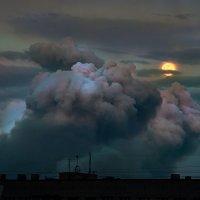 Сквозь тучи мрачные желтела :: Lev Serdiukov