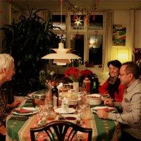 Рождественское застолье - акцентированный главный объект :: Елена Назарова