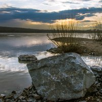 Вечерний пейзаж с камнем. :: cfysx