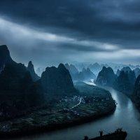 Дождь над рекой Ли :: Александр Чазов