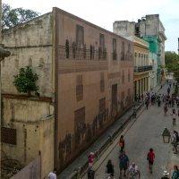 """Граждане """"прошлого времени"""" и настоящего ... (на снимке туристы, Гавана, Куба) :: Юрий Поляков"""