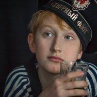служба службой, а компот по распорядку! :: Евгений Осипов
