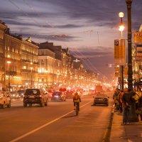 Вечерний Невский проспект в городе Санкт-Петербург(Питер) :: Иван Лапин