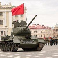 Танк Т-34 (репетиция парада-2016) :: Михаил Сергеевич Карузин