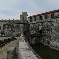 Вход в крепость Ла-Фуэрса (Гавана, Куба) :: Юрий Поляков