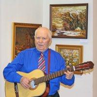 Портрет с гитарой :: Николай Масляев