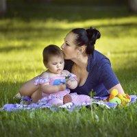 С мамой на лужайке! :: Вячеслав