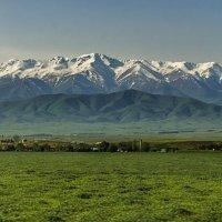 деревня в предгорьях Киргизского Ала Тоо :: Дмитрий Потапкин
