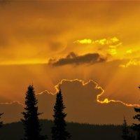 Спряталось солнце за тучу :: Сергей Чиняев