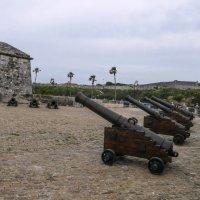 Пушки у крепости Ла-Фуэрcа (Гавана, Куба) :: Юрий Поляков