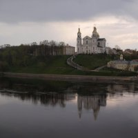 Витебск. Вид на Успенский собор во время дождя :: Михаил Юрьевич