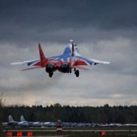 МиГ-29 пилотажной группы Стрижи возвращается с разведки погоды :: Павел Myth Буканов