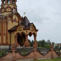 храм в Сростаках :: Tatiana Lesnykh Лесных