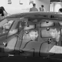 в салоне электромобилей Tesla (выделение СКЦ эмоцией 5-1) :: Sofia Rakitskaia