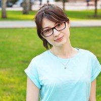 Девушка в парке (5) :: Полина Потапова