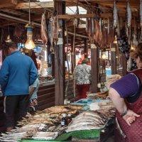 Рыбный рынок в Листвянке :: Константин Шабалин