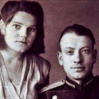Мои родители - Раиса Панкратьевна и Василий Алексеевич Гончаровы. 1952 год :: Нина Корешкова