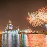 9 мая праздничный салют  Новороссийске :: Алексей Яковлев