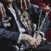 День Победы — это радость и боль, которые объединяют людей. :: Алексей Хоноруин