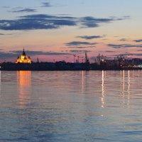 Закат в Н.Новгороде :: Геннадий Слезнев