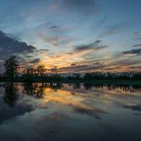Живописный закат на берегу пруда :: Денис Гладких