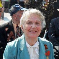 Сквозь годы пронесла своей улыбки свет...! :: Наталья