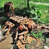 Скорп (скульптура возле магазина в г.Ижевск) :: Анна Хохлова