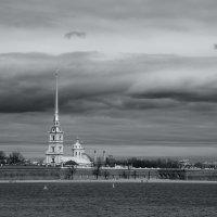 Облака над Петропавловской крепостью :: Виктор М