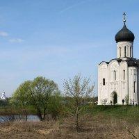 Церковь Покрова на Нерли и Боголюбский монастырь :: Крузо Крузо