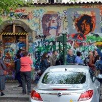 """Стена с портретами """"Beatles"""". :: Асылбек Айманов"""