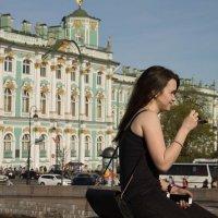 Девушка на мосту :: Alena Cyargeenka