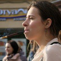 Девушка с сигаретой :: Татьяна Нижаде