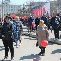 в ожидании праздничной колонны :: Валентина Боровкова